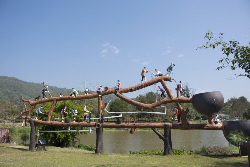 Pa Tueng温泉的动画片人的雕象标志在Mae陈的在清莱,泰国 免版税图库摄影