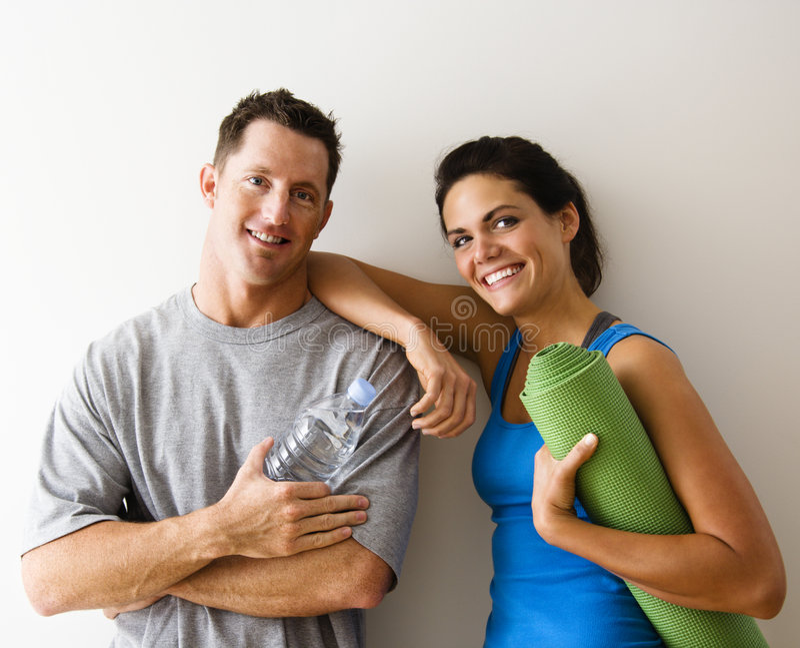 Paar bij gymnastiek stock fotografie