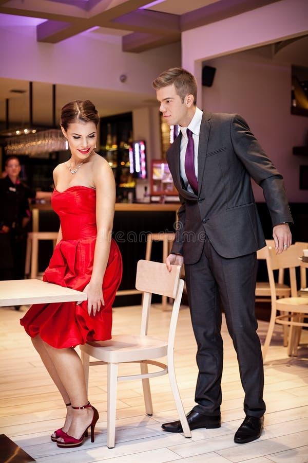 Paar bij het restaurant royalty-vrije stock foto's