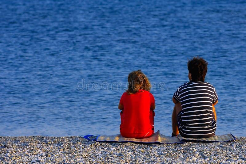 Paar bij het strand royalty-vrije stock foto's