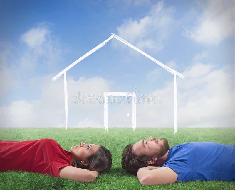 Paar dat droom van een huis royalty-vrije stock foto's