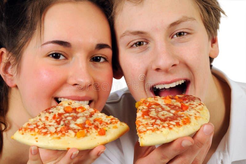 Paar dat pizza eet royalty-vrije stock afbeeldingen