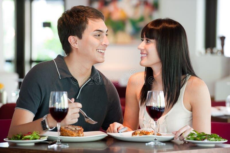 Paar dat samen dineert stock afbeelding