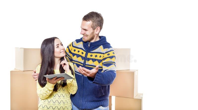 Paar dat zich in nieuw huis beweegt royalty-vrije stock fotografie