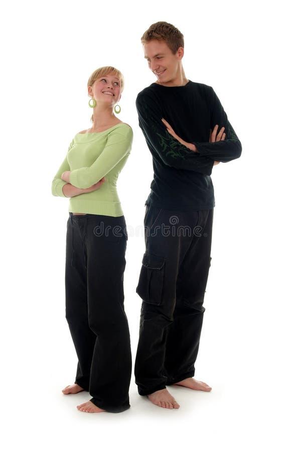 Paar dat zich rijtjes bevindt stock foto