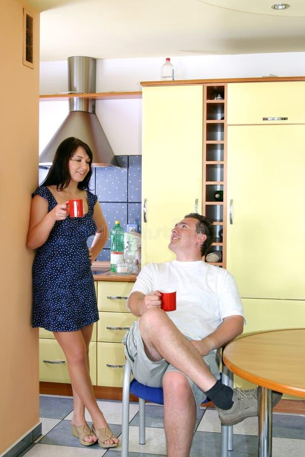 Paar in de Keuken royalty-vrije stock afbeeldingen