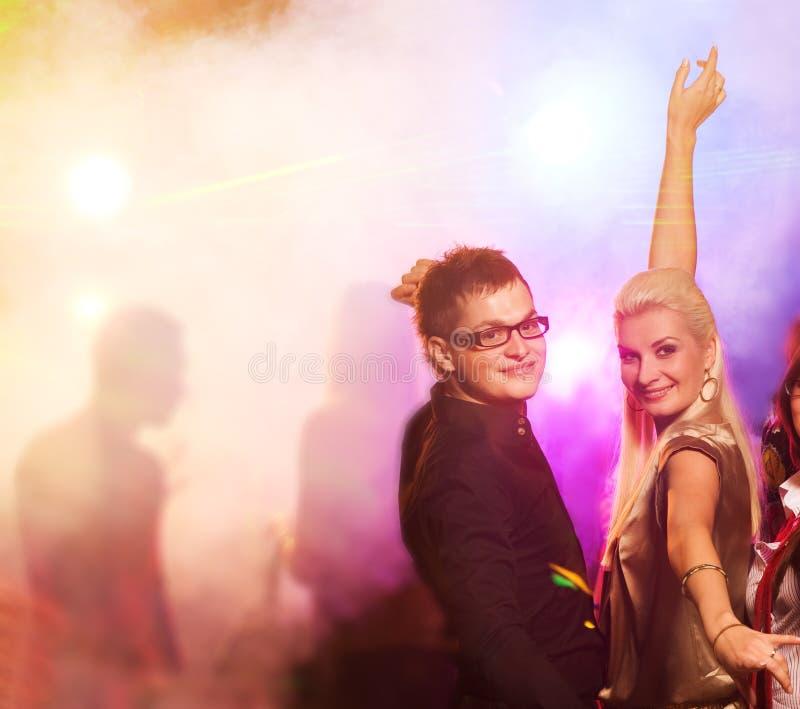 Paar in de nachtclub stock afbeelding