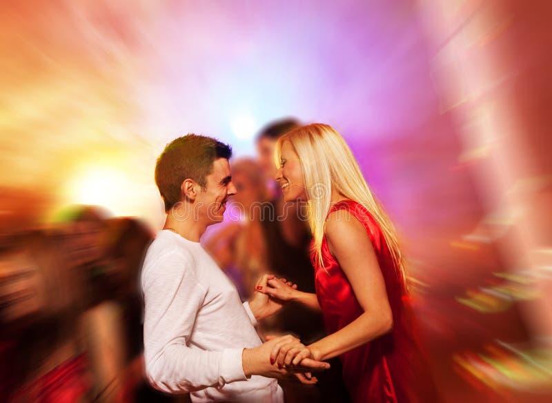 Paar in de nachtclub stock foto
