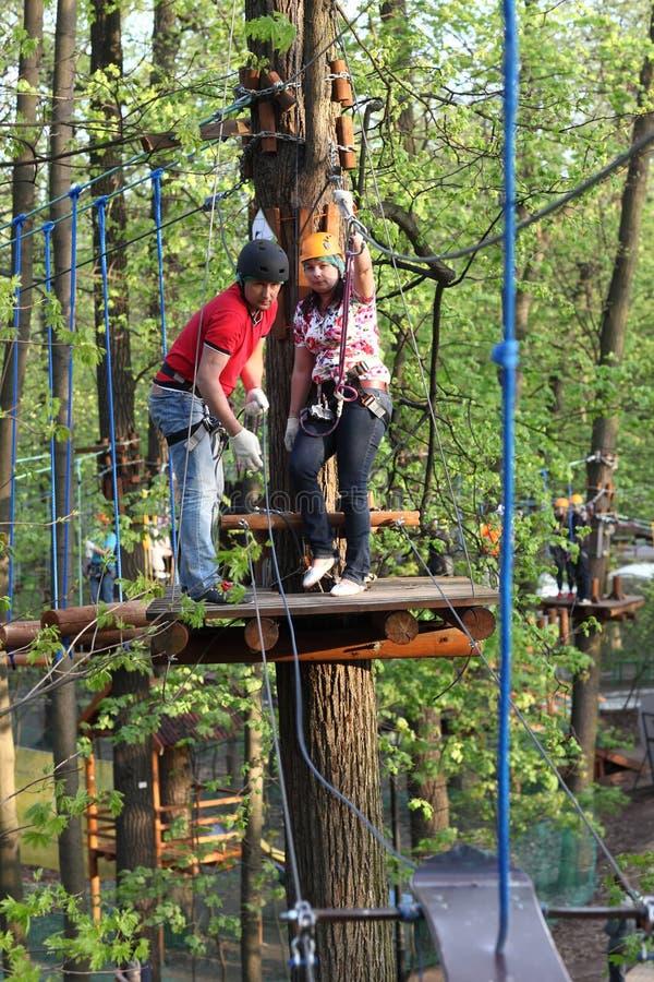 Download Paar Die De Kabel Beklimmen Stock Foto - Afbeelding bestaande uit uitdaging, gezond: 54083462