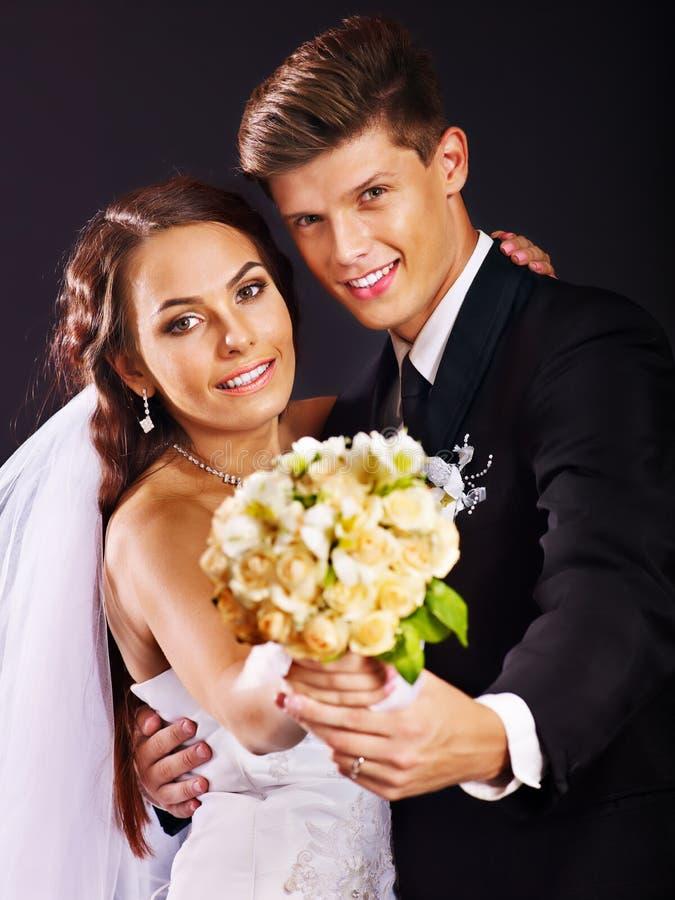 Paar die huwelijkskleding en kostuum dragen. royalty-vrije stock afbeelding