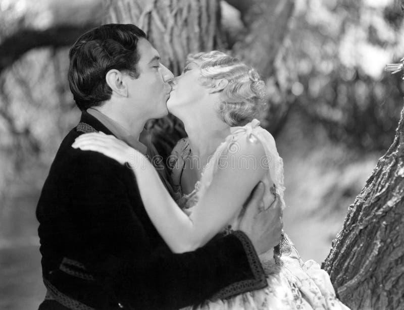 Paar die passionately kussen (Alle afgeschilderde personen leven niet langer en geen landgoed bestaat Leveranciersgaranties die d royalty-vrije stock foto's