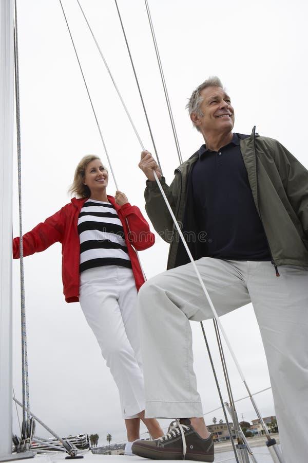 Paar die samen varen royalty-vrije stock afbeelding