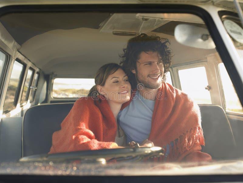 Paar in Front Seat Of Campervan stock foto's