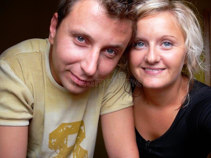 Paar-glimlach royalty-vrije stock afbeeldingen