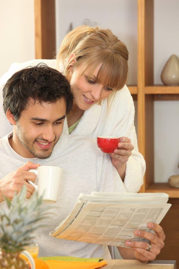 Paar het drinken koffie samen royalty-vrije stock foto's