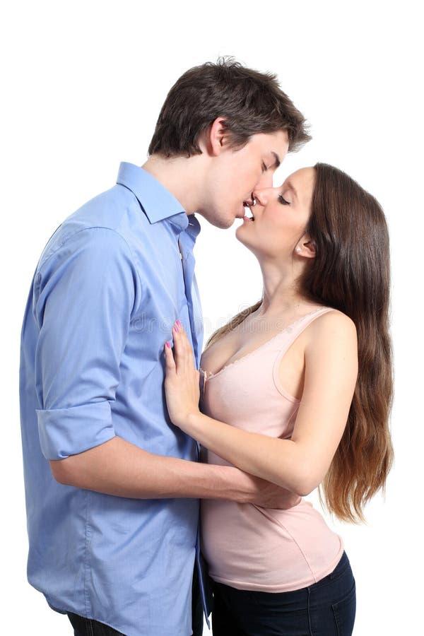 Paar het kussen met hartstocht stock afbeeldingen