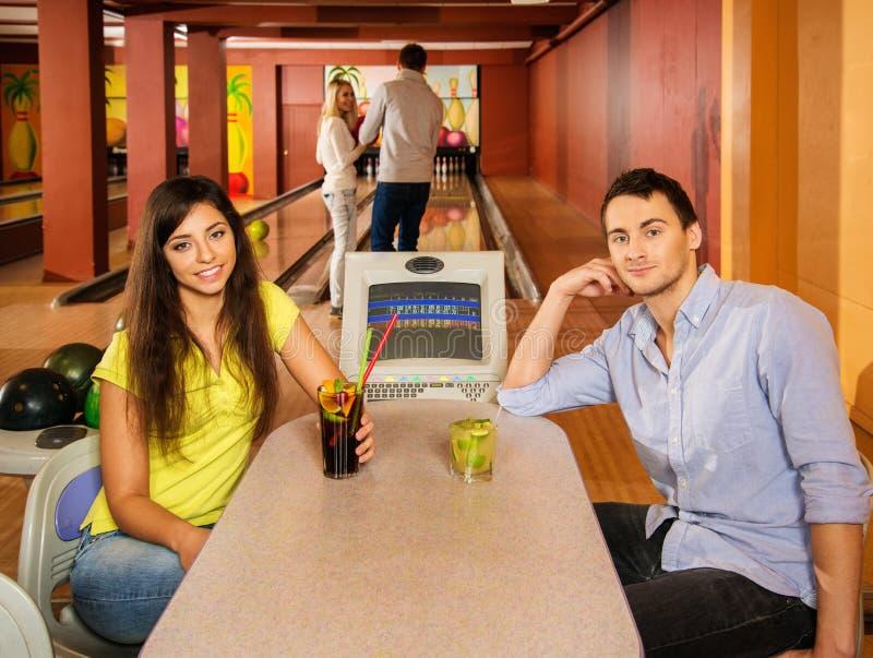 Paar in kegelenclub royalty-vrije stock foto