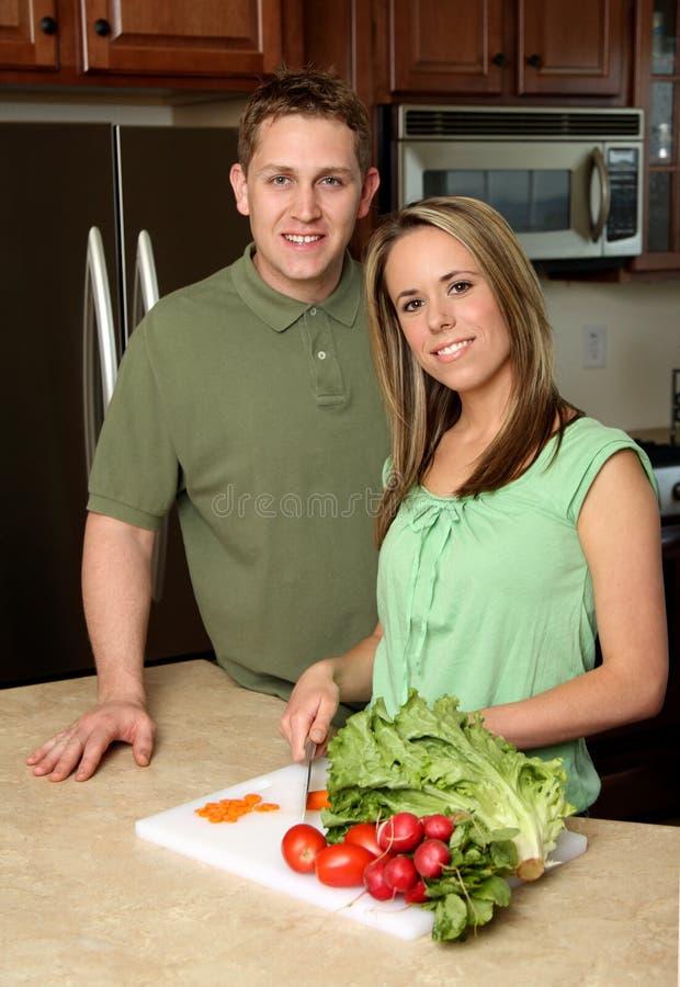 Paar-Kochen stockfotografie