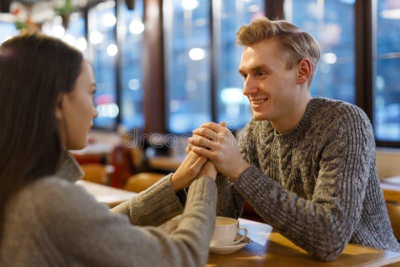 Paar in Koffie stock foto