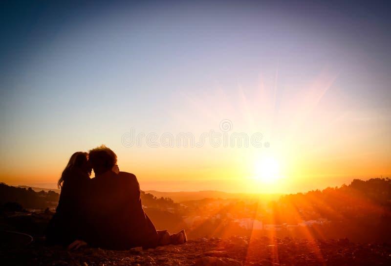Paar in Liefde bij Zonsondergang - San Francisco stock fotografie