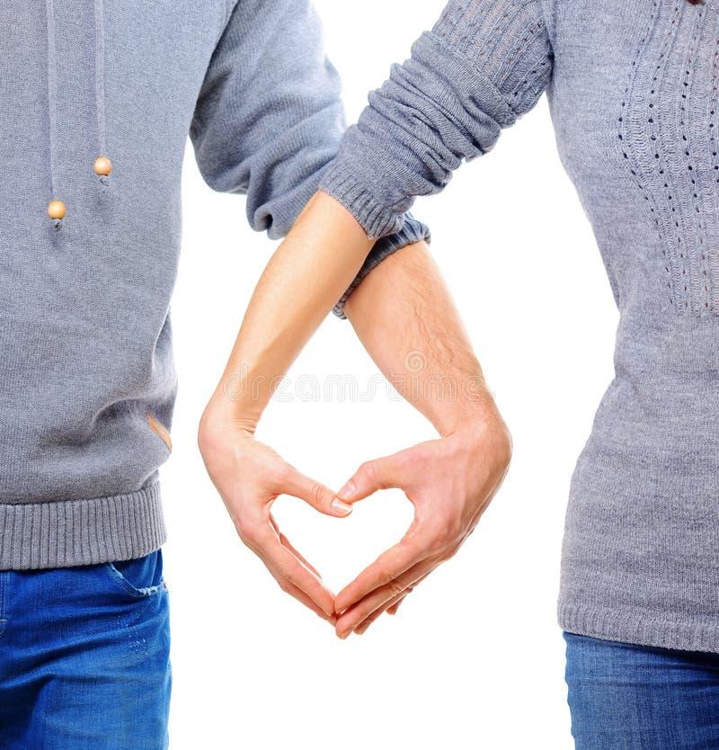 Paar in liefde die Hart tonen stock afbeelding