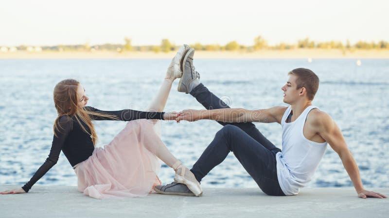 Paar in liefde het dansen royalty-vrije stock fotografie