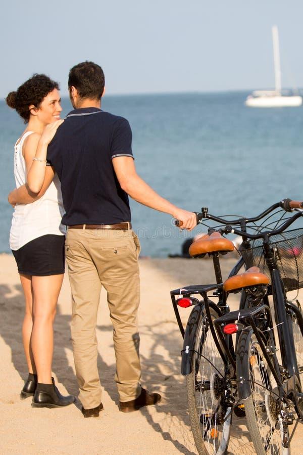 Paar in liefde op vakantie royalty-vrije stock foto