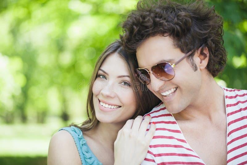 Paar in Liefde in openlucht royalty-vrije stock foto