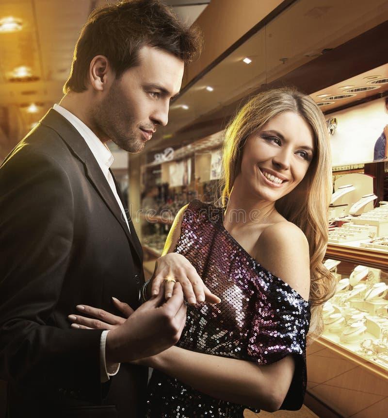 paar in liefde, overeenkomst royalty-vrije stock foto