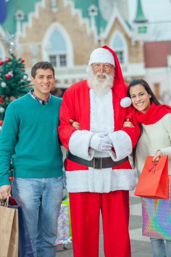 Paar met de Kerstman royalty-vrije stock fotografie