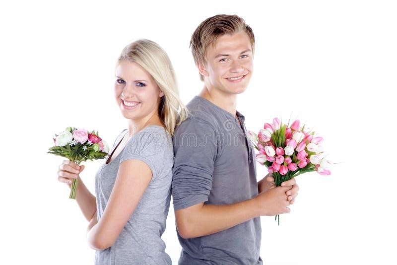 Paar met een boeket royalty-vrije stock fotografie
