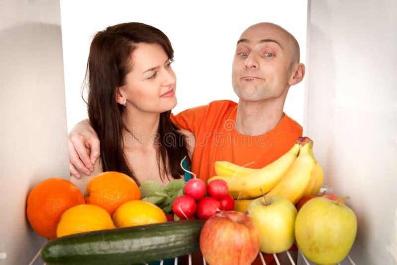 Paar met gezond voedsel royalty-vrije stock fotografie
