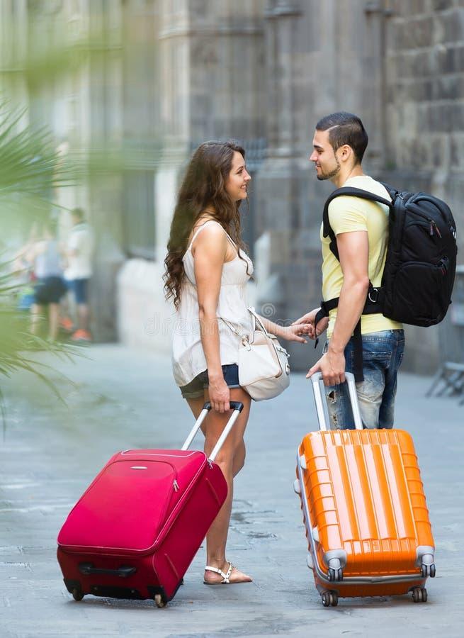 Paar met in hand bagage stock fotografie