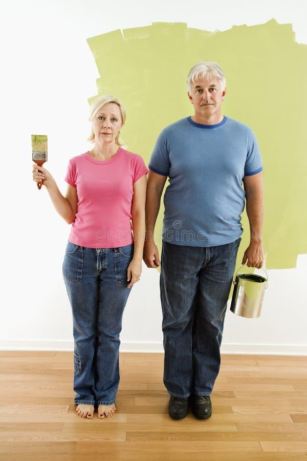Paar met het schilderen van werktuigen. royalty-vrije stock afbeelding