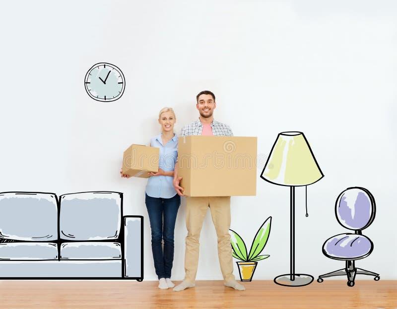 Paar met kartondozen die zich aan nieuw huis bewegen royalty-vrije stock fotografie