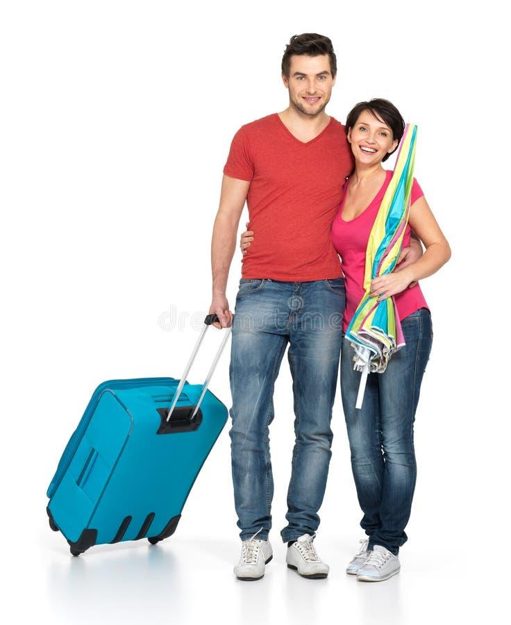Paar met koffer die gaan reizen stock fotografie