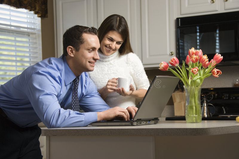 Paar met laptop. royalty-vrije stock afbeeldingen