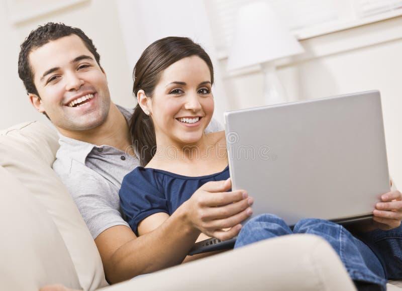Paar met Laptop royalty-vrije stock foto