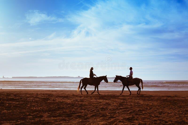 Paar met paarden royalty-vrije stock foto