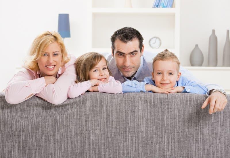 Paar met twee kinderen royalty-vrije stock foto's
