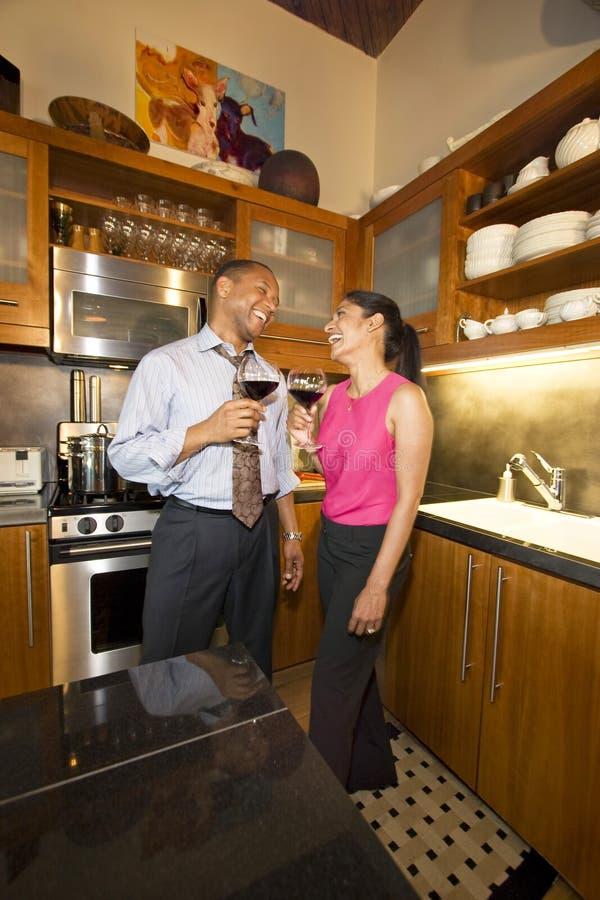 Paar met Wijn stock fotografie