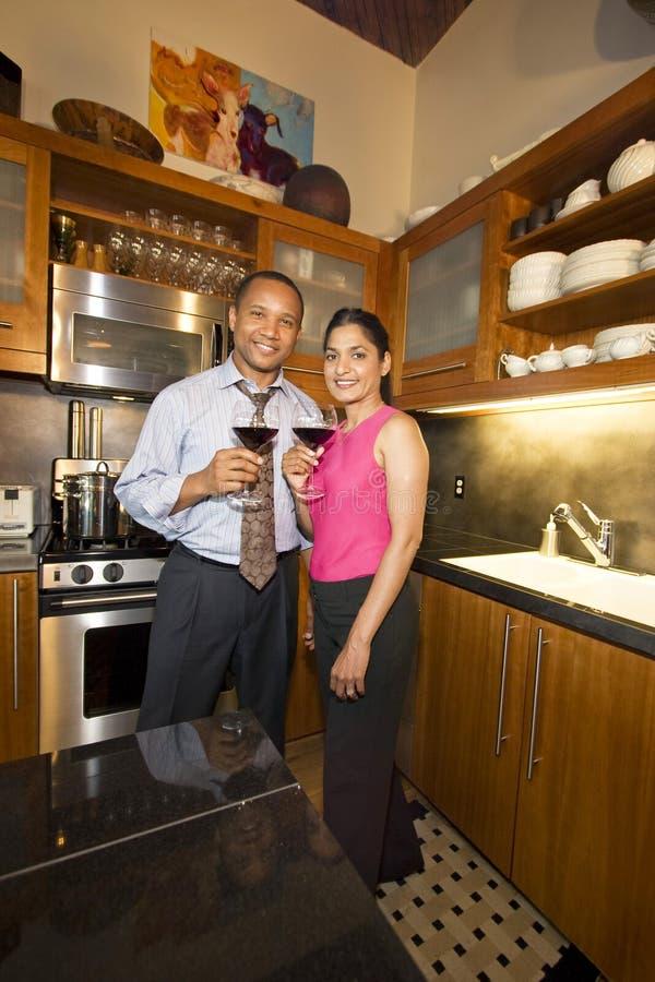 Paar met Wijn royalty-vrije stock afbeelding