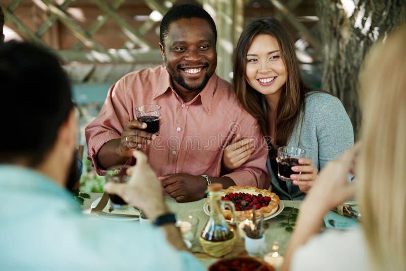 Paar met Wijn royalty-vrije stock foto's