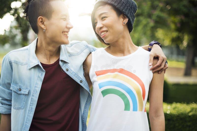Paar-Moment-Glück-Konzept LGBT lesbisches stockbilder