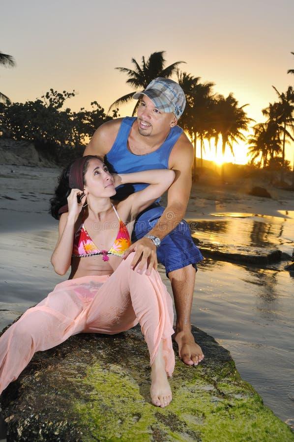 Paar op de zomervakantie royalty-vrije stock fotografie
