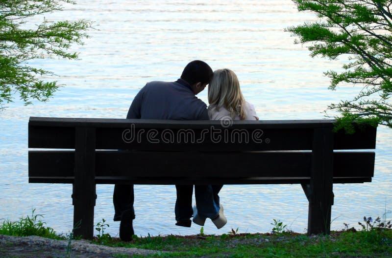 Paar op een bank