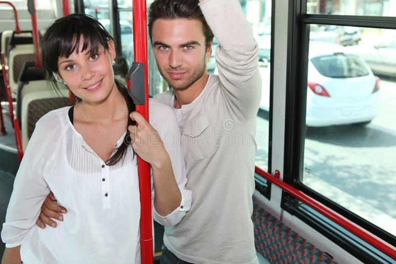 Paar op een bus royalty-vrije stock foto's