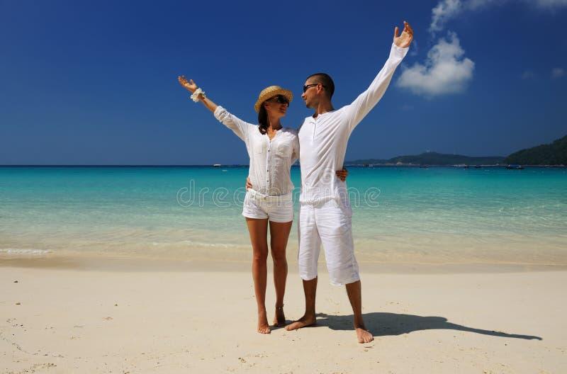 Download Paar op een strand stock afbeelding. Afbeelding bestaande uit outstretched - 29505375