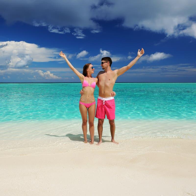 Download Paar Op Een Strand In De Maldiven Stock Afbeelding - Afbeelding bestaande uit strand, roze: 29504553