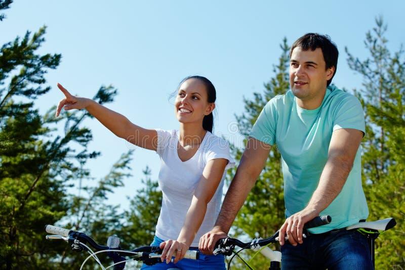 Download Paar op fietsen stock foto. Afbeelding bestaande uit wijfje - 29514436
